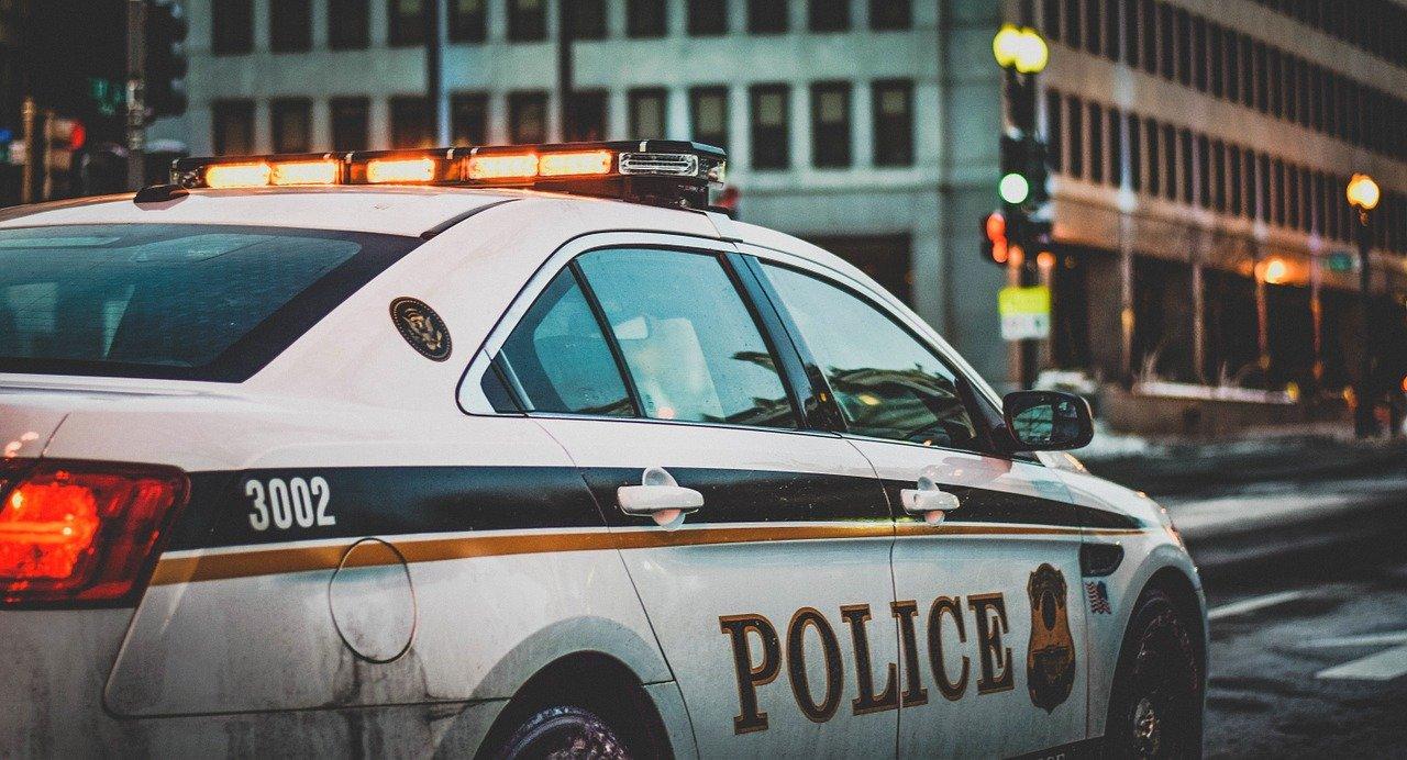 Detienen a un fugitivo buscado por asesinar a seis miembros de su familia